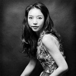 Vivienne Hu:采敦煌色谱,书写女性自由新篇