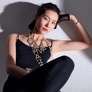 刘雯 | 自在如初 以她的方式常青