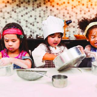"""假日酒店推出""""小小酒店家""""项目,为来自世界各地的小旅行者们带来寓教于乐的独特体验"""