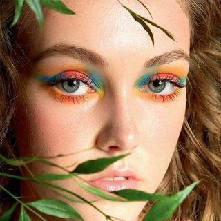 綠色裝點雙眸 光彩照人又充滿生機