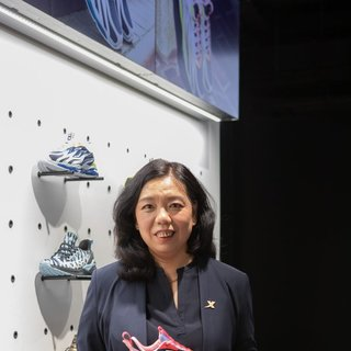 """中国运动品牌首次登陆伦敦时装周 """"特步""""演绎英伦""""跑出位"""""""