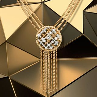 神秘多變的金屬光澤,讓珠寶充滿未來感