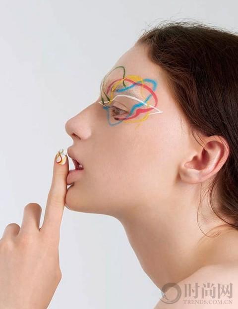 眼妝與美甲的呼應 盡顯色彩躍動