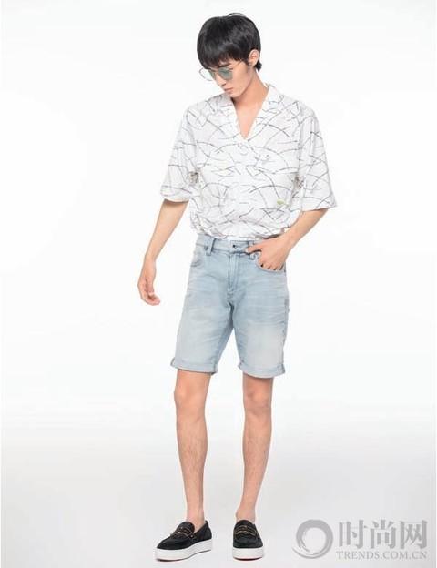 夏日花衬衫穿搭指南