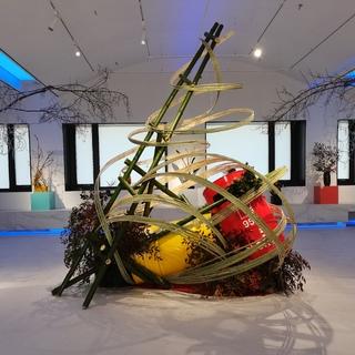 林小蕙用草月流花道艺术展演活动, 告别2020, 并展望下一个10年