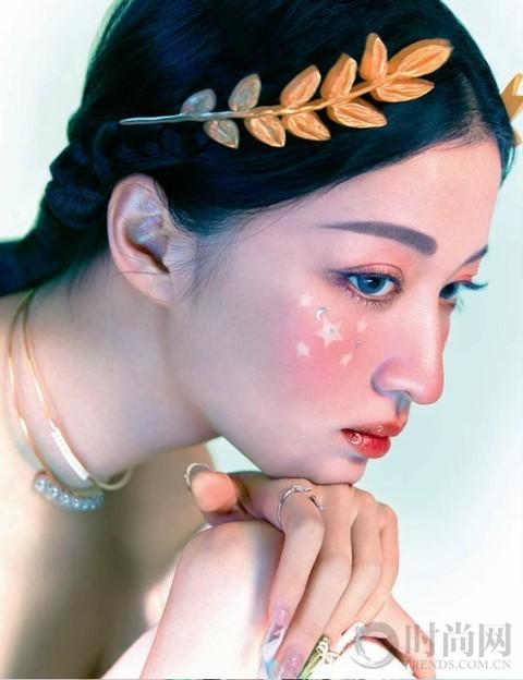奶油系女孩 就像艺术家赵小黎的新洛可可主义作品一样