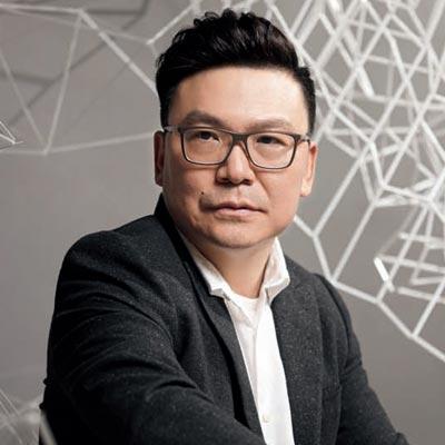 朱广荣   在纸艺装置中诉说情感