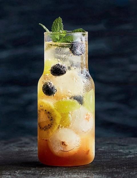 炎炎夏日 来一杯沁心水果茶